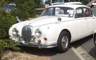 Daimler 2.5 V8 Automatic Rent Western Cape